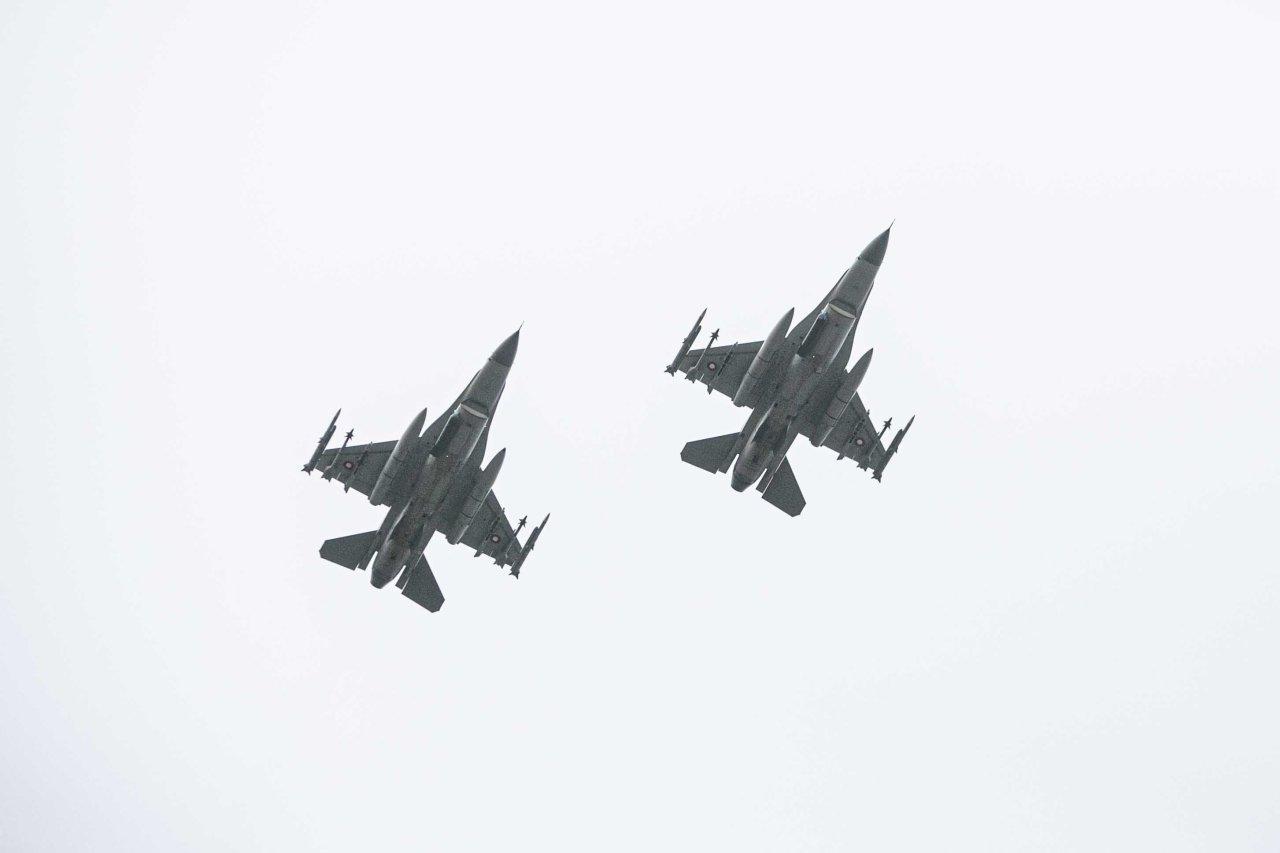 NATO oro policijos naikintuvai praėjusią savaitę du kartus lydėjo Rusijos orlaivius