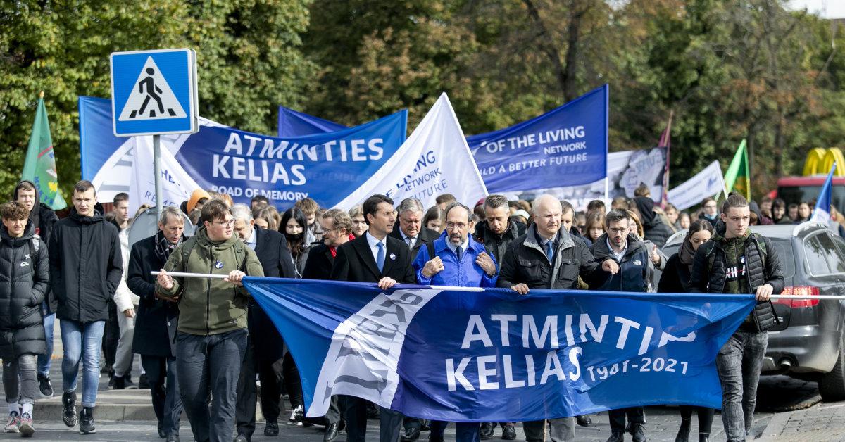 Seimas paragino savivaldybes įamžinti masinių žydų žudynių vietas, sutvarkyti kapines