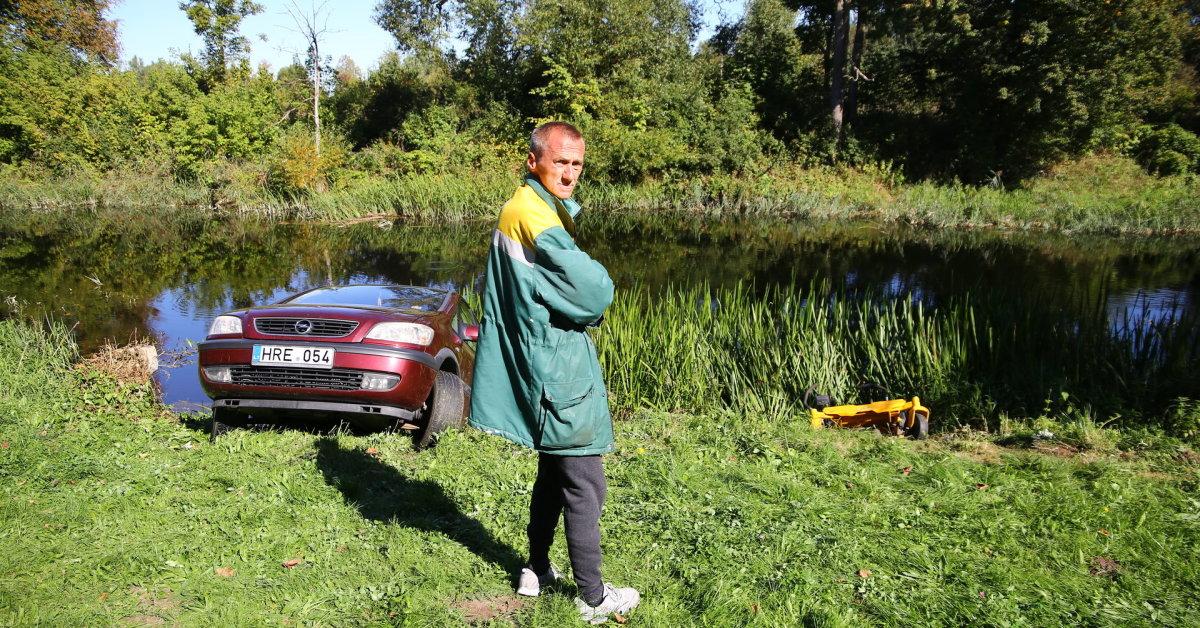 """Piniavoje girtas darbininkas į upę įvairavo žoliapjovę, o vėliau ir savo """"Opel"""""""