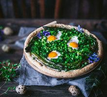 Pavasariška galetė su sūriais, žaliomis daržovėmis ir putpelių kiaušiniais