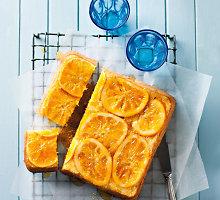 Drėgnas biskvitinis pyragas su apelsinais