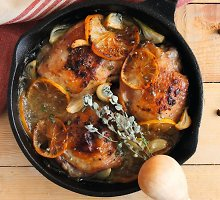 Viščiukas su citrinomis, čiobreliais ir česnakais