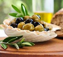 Itališka užkandėlė su marinuotomis alyvuogėmis