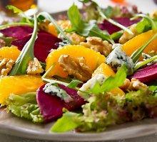 Citrusų, keptų burokėlių su sūriu salotos