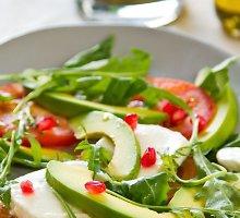 Gražgarsčių su avokadais ir mocarela salotos