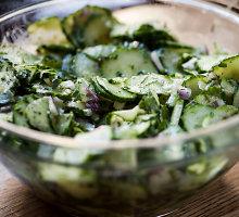 Pikantiškos agurkų salotos su aguonomis