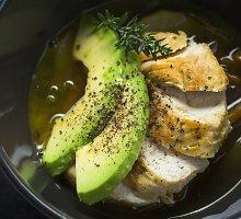 Vištienos ir daržovių sriuba su avokadu