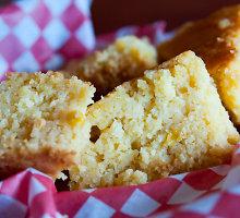 Kukurūzų miltų duona su moliūgų sėklomis ir linų sėmenimis