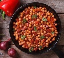 Pomidorinis avinžirnių troškinys