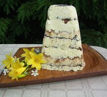 Nekeptas Velykų varškės tortas su razinomis ir aguonomis