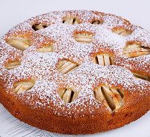 Minkštutėlis, medumi kvepiantis obuolių pyragas