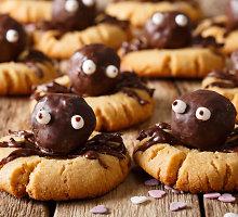 Trapūs sausainiai su šokoladiniais voriukais Helovinui