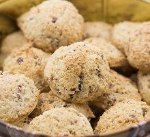 Kokosiniai sausainiai su džiovintomos vyšniomis