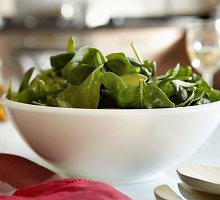 Špinatų salotos su traškiais avinžirniais ir jogurtu