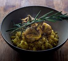 Aluje troškinta vištiena su ryžiais