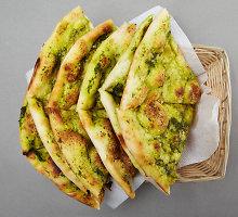 Itališkos focaccia duonelės su pesto padažu