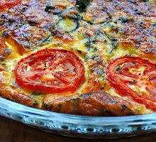 Nesaldus pyragas su pomidorais ir lašiša