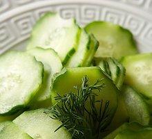 Gaiviosios agurkų ir ridikėlių salotos