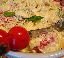 Makaronų su pomidorais ir cukinija apkepas