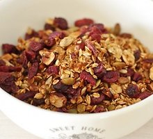 Sveikuoliška granola su riešutais ir sėklomis