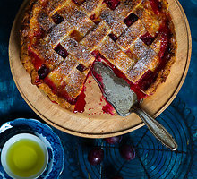 Slyvų pyragas, kuriame karaliauja vaisiai, o ne tešla