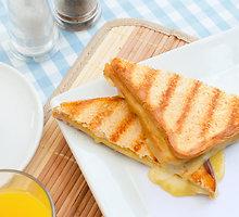 Kepti sumuštiniai su obuoliais ir čederio sūriu