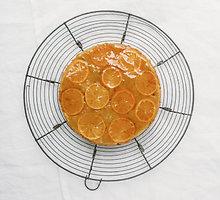Kvapnus pyragas su karamelizuotais mandarinais
