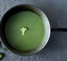 Lengva ir nekaloringa trinta brokolių ir špinatų sriuba