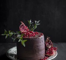 Prabangus šokoladinis tortas su granatais