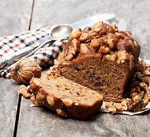 Kavos ir graikinių riešutų pyragas