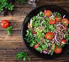 """Ypatingos grikių """"tabbouleh"""" salotos"""