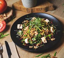 Juodųjų lęšių salotos su vištiena