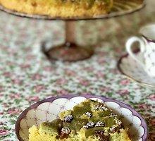 Apverstas rabarbarų pyragas su migdolais