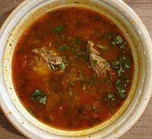 Legendinė charčio sriuba su trupučiu improvizacijos