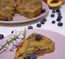 Veganiškas persikų pyragas be kvietinių miltų