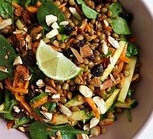 Rytietiškos lęšių ir morkų salotos su žaliųjų citrinų padažu
