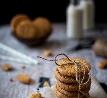Trapūs sausainiai su kokosais ir kedrų riešutais