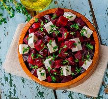 Burokėlių salotos su agurkais, feta ir krapais