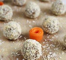 Veganiški saldūs morkų rutuliukai