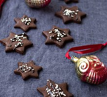 Kalėdinės šokoladinės sezamų žvaigždės be sviesto ir kiaušinių