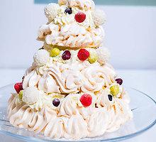 """Šventinis morengų tortas """"Eglutė"""""""