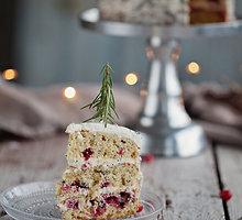 Šventinis tortas su spanguolėmis ir aguonomis