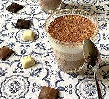 Trijų šokoladų desertas su kokosų pienu