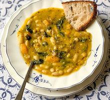 Toskanietiška pupelių sriuba su lapiniais kopūstais