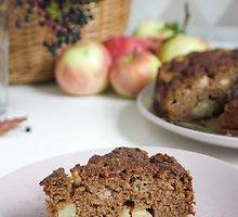 Veganiškas obuolių pyragas su ruduoju cukrumi ir speltos miltais