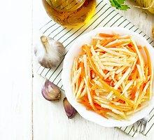 Ropių, obuolių ir morkų salotos