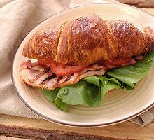 Kruasano sumuštinis su paukštiena