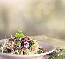 Brokolių salotos su migdolais
