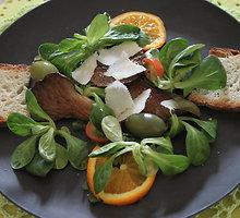 Itališkos salotos su kreivabudėmis