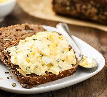 Kiaušinių ir vištienos likučių salotos